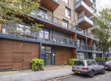 Properties for sale in Stanley Road - W3 8FT view1