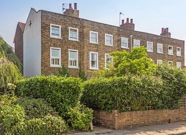 Properties for sale in Station Road - TW12 2DA view1