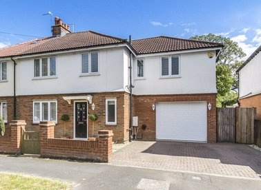 Properties for sale in Sutherland Avenue - TW16 6LL view1