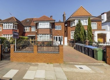 Properties for sale in The Avenue - NW6 7NR view1