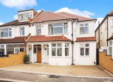 Properties for sale in Thornbury Avenue - TW7 4NQ view1