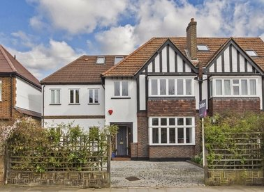 Properties for sale in Uxbridge Road - TW12 1BG view1