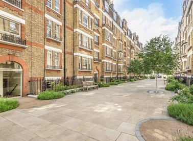 Properties for sale in Walton Street - SW3 2JX view1