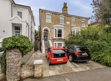 Properties for sale in Wood Lane - N6 5UD view1