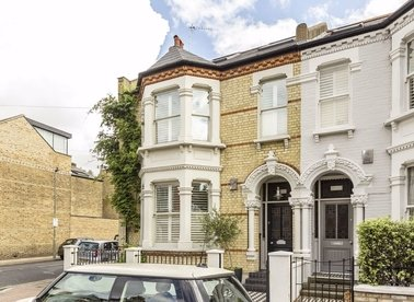 Properties for sale in Wroughton Road - SW11 6BE view1