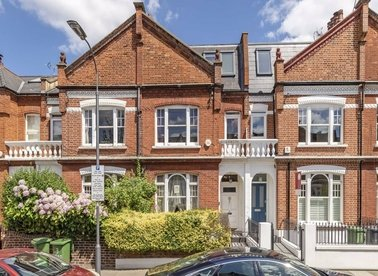 Properties to let in Acfold Road - SW6 2AJ view1