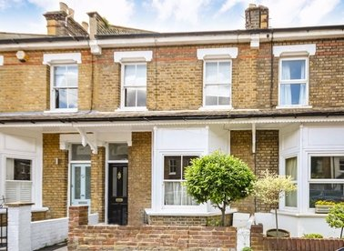 Properties to let in Avenue Road - TW12 2BE view1