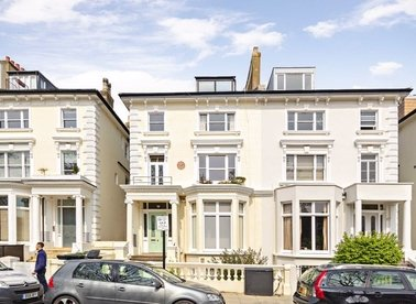 Properties to let in Belsize Square - NW3 4HN view1