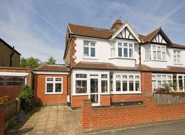 Properties to let in Bicester Road - TW9 4QN view1