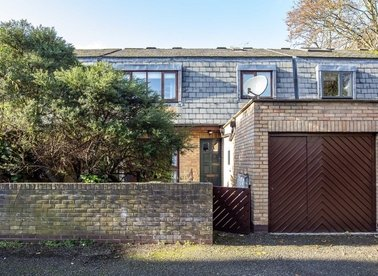 Properties to let in Bishops Close - W4 4JA view1