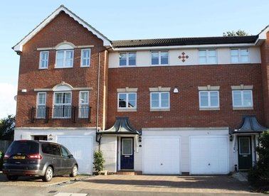 Properties to let in Bowater Gardens - TW16 5JP view1
