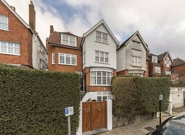 Properties to let in Bracknell Gardens - NW3 7EB view1