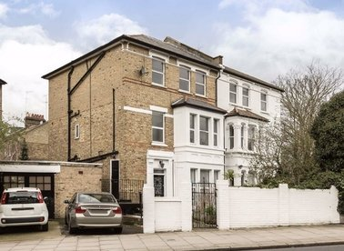 Properties to let in Brecknock Road - N19 5BG view1