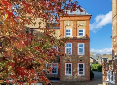 Properties to let in Bridge Lane - SW11 3AD view1