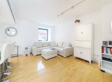 1 Bedrooms 1 Bathrooms short let flat to rent in Britton Street - EC1M 5SX view1
