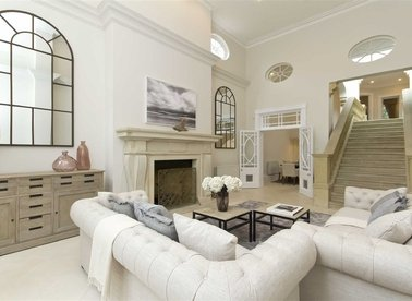 Properties to let in Brompton Square - SW3 2AF view1