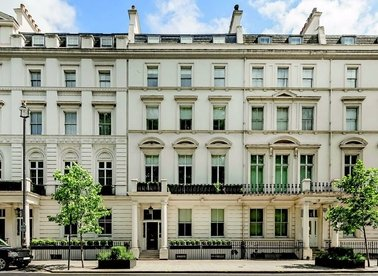 8 Bedrooms 9 Bathrooms short let house to rent in Buckingham Gate - SW1E 6JP view1
