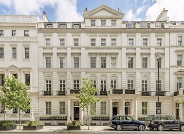 3 Bedrooms 2 Bathrooms short let flat to rent in Buckingham Gate - SW1E 6JP view1