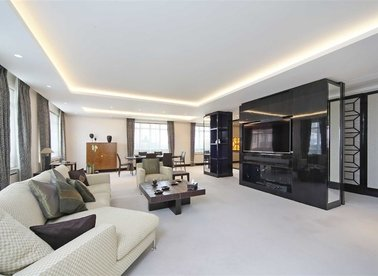 Properties to let in Cadogan Place - SW1X 9RZ view1