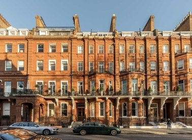Properties to let in Cadogan Square - SW1X 0HT view1