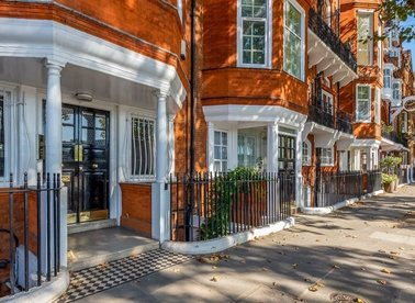 Properties to let in Chelsea Embankment - SW3 4LE view1