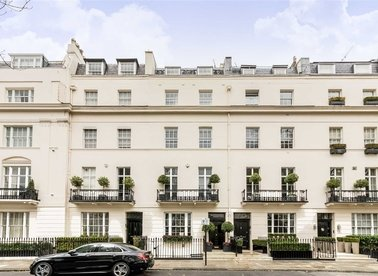 Properties to let in Chester Square - SW1W 9HH view1