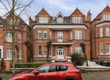 Properties to let in Chesterford Gardens - NW3 7DE view1