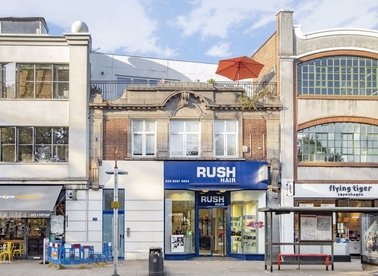 Properties to let in Chiswick High Road - W4 5TF view1
