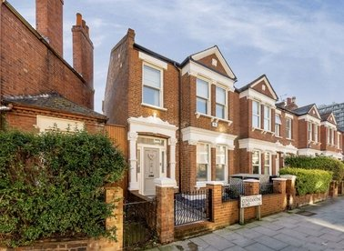Properties to let in Constantine Road - NW3 2NG view1