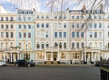 Properties to let in Cornwall Gardens - SW7 4BD view1