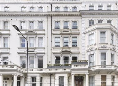Properties to let in Cornwall Gardens - SW7 4AL view1