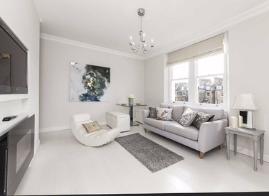 1 Bedrooms 1 Bathrooms short let flat to rent in Cranley Gardens - SW7 3DD view1