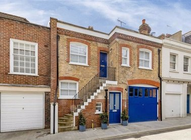 Properties to let in Devonshire Mews West - W1G 6QH view1