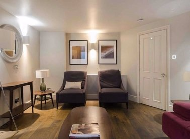 3 Bedrooms 2 Bathrooms short let flat to rent in Drury Lane - WC2B 5QF view1