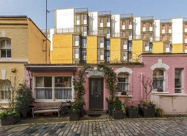 Properties to let in Ennismore Gardens Mews - SW7 1HX view1