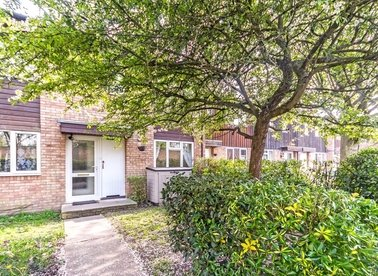 Properties let in Fearnley Crescent - TW12 3YS view1
