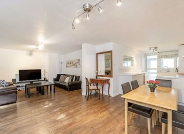 3 Bedrooms 2 Bathrooms short let flat to rent in Finborough Road - SW10 9EF view1