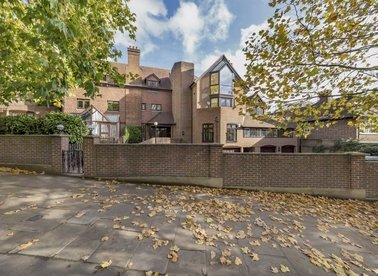 Properties to let in Fitzjohns Avenue - NW3 5LS view1