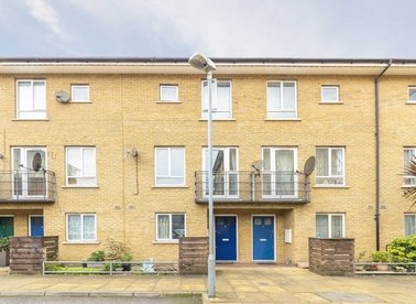 Properties to let in Garden Place - E8 4JD view1