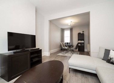 Properties let in Gunnersbury Lane - W3 8HG view1