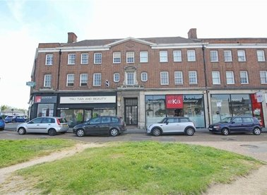 Properties let in Hampton Court Parade - KT8 9HE view1