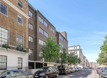 3 Bedrooms 2 Bathrooms short let flat to rent in Harley Street - W1G 9PJ view1