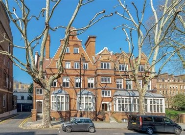Properties to let in Harrington Gardens - SW7 4LS view1