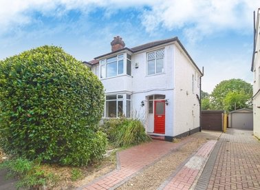 Properties to let in Hatherop Road - TW12 2RQ view1