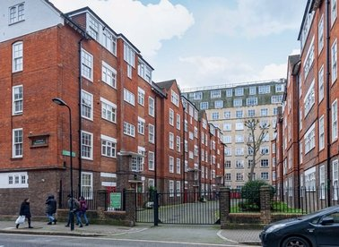 2 Bedrooms 1 Bathrooms short let flat to rent in Herbrand Street - WC1N 1HQ view1