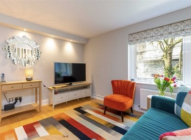 2 Bedrooms 1 Bathrooms short let flat to rent in Kensington Gardens Square - W2 4BG view1