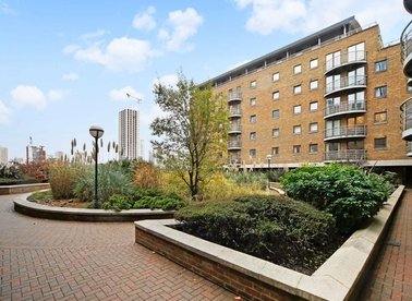 2 Bedrooms 2 Bathrooms short let flat to rent in Meridian Place - E14 9FE view1