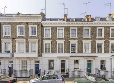2 Bedrooms 1 Bathrooms short let flat to rent in Moreton Place - SW1V 2NP view1