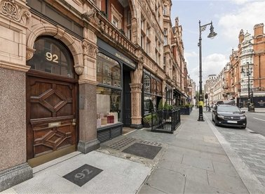 Properties to let in Mount Street - W1K 2SX view1