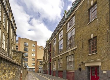 Properties to let in New Inn Street - EC2A 3PY view1